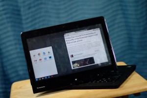 chrome os running on a windows 8 touchscreen hybrid laptop somegadgetguy
