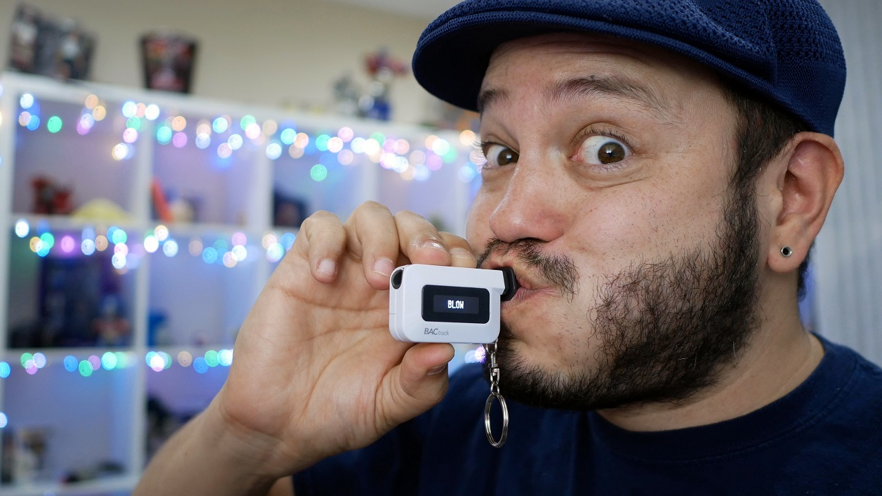 BACtrack C6 Review: Keychain Breathalyzer – Drink